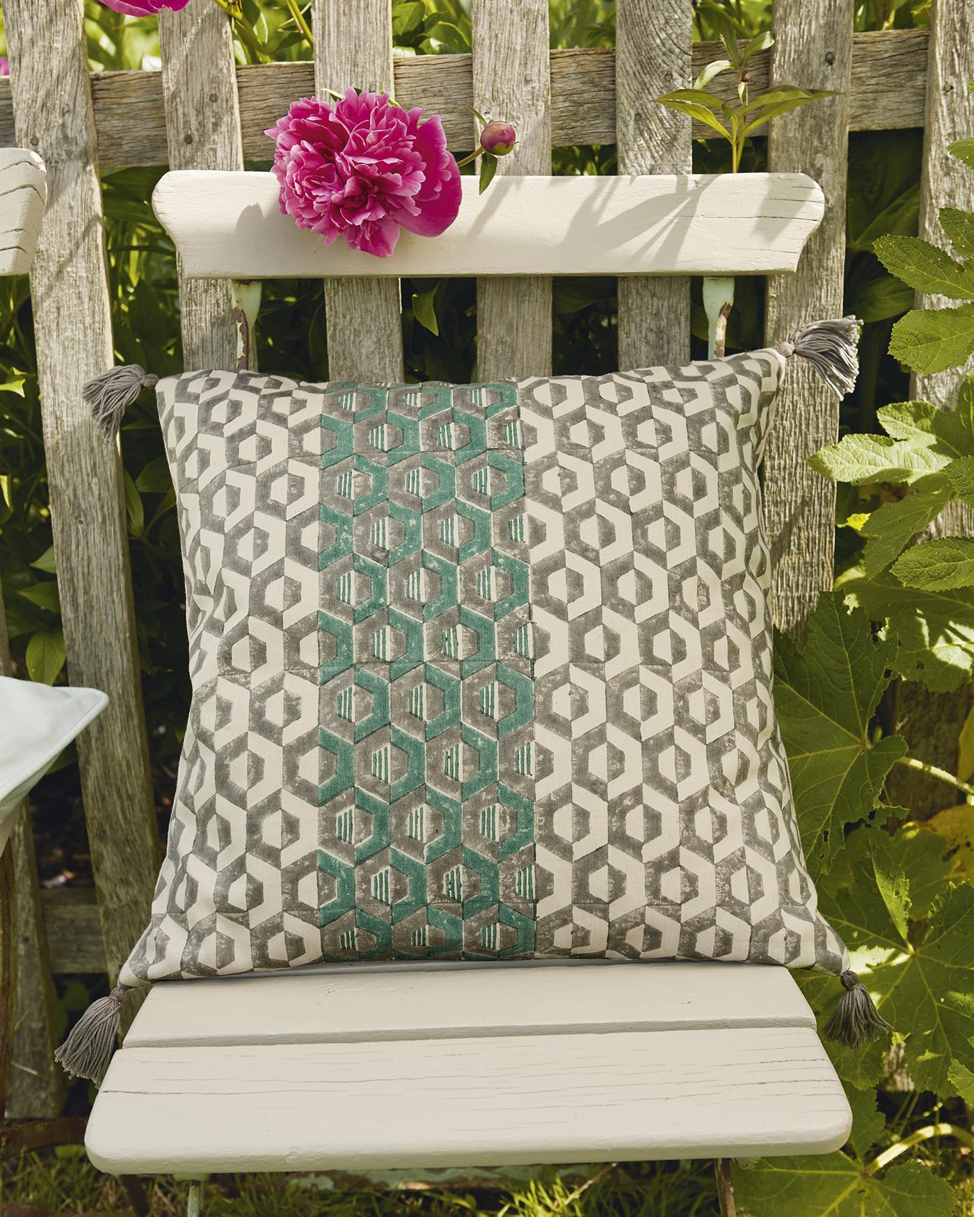 kissenh lle gr n grau. Black Bedroom Furniture Sets. Home Design Ideas