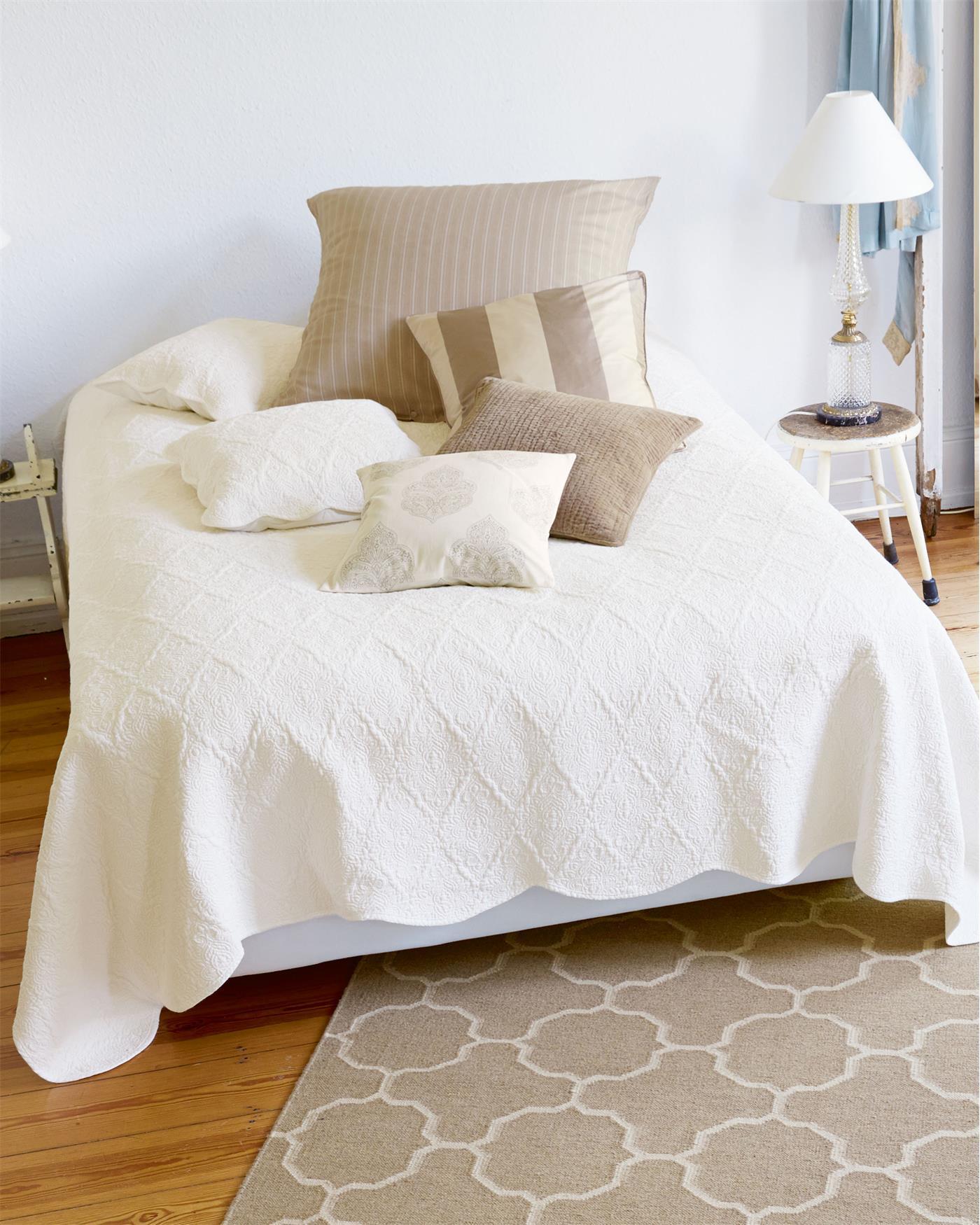 quilt wei e n chte f r sie auf. Black Bedroom Furniture Sets. Home Design Ideas