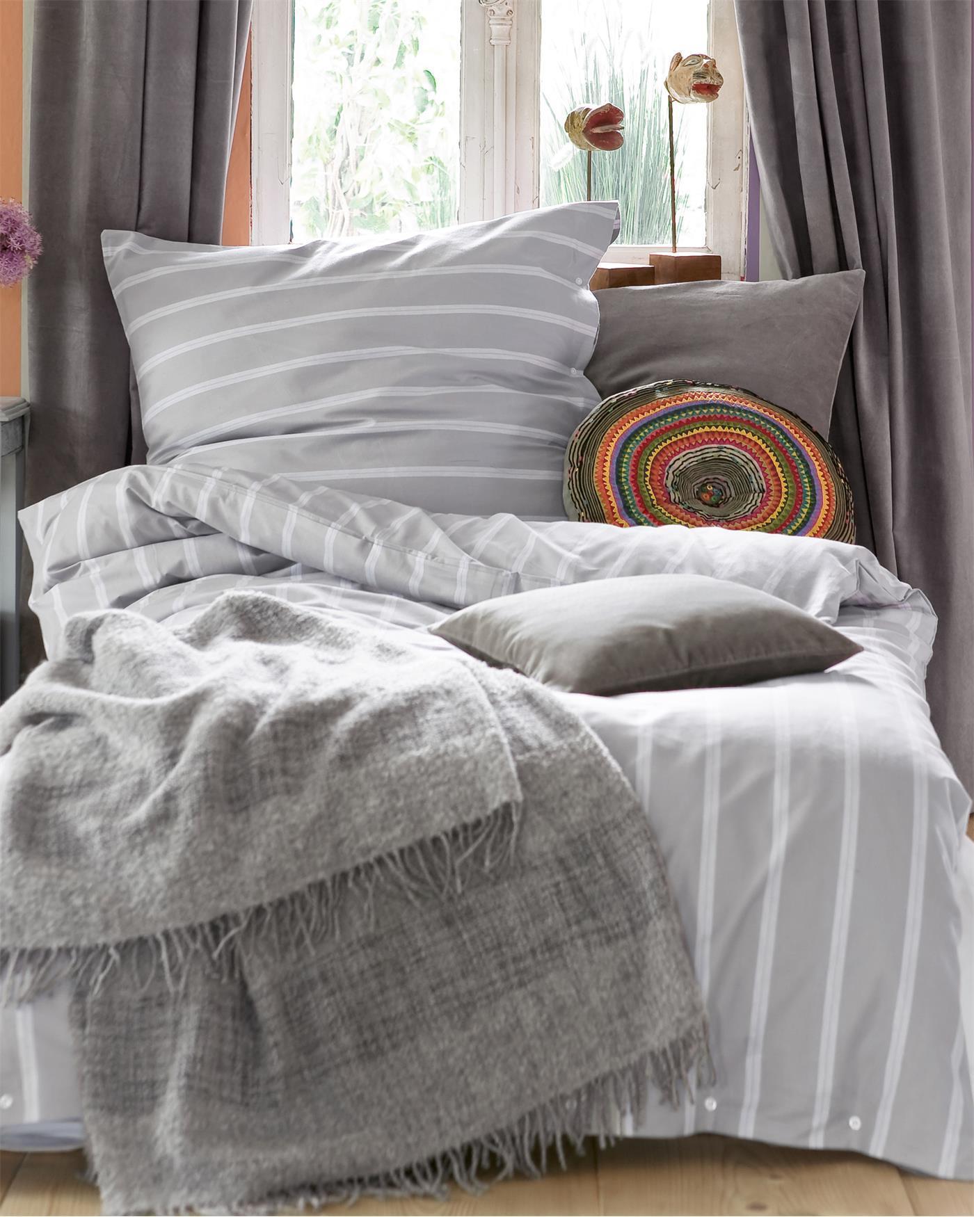 bettw sche platingrau mit streifen auf. Black Bedroom Furniture Sets. Home Design Ideas