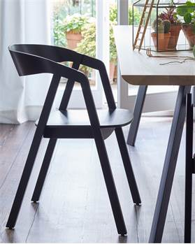 Stuhl schwarz