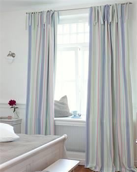 Vorhang bunt gestreift