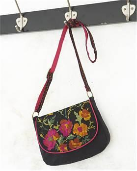 Handtasche mit Blumenstickerei