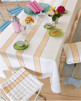 Tischdecke mit Blockstreifen