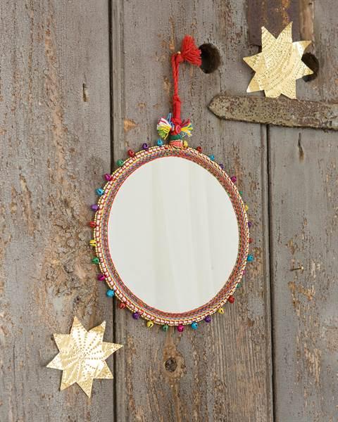 Spiegel mit Perlenbesatz