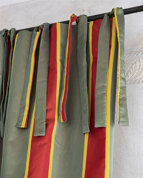Vorhang rot-grün-gold